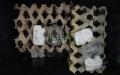 Interiér bedny švábů 50% s krmítky a napáječkami